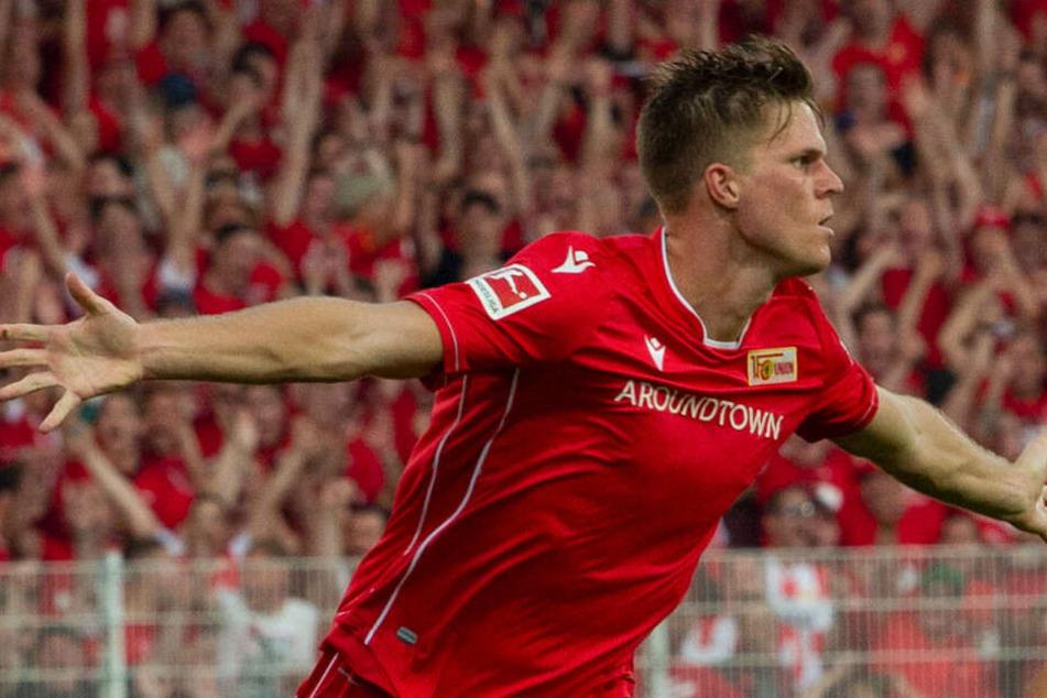 Marius Bülter bejubelt seinen zweiten gegen den BVB.