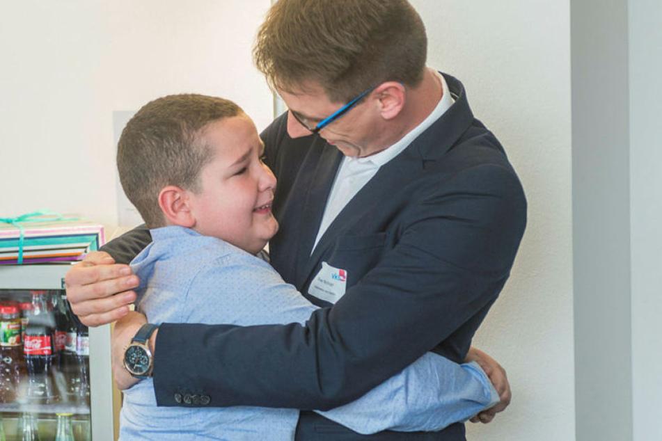 Berührend: Krebs-Patient Danilo (12) aus Montenegro dankte seinem Dresdner  Lebensretter Oliver Richter (28), der ihm sein Knochenmark spendete.