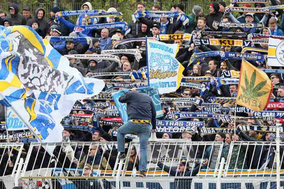 Die Fans sind heiß auf die Aufstiegsspiele gegen Victoria Köln.