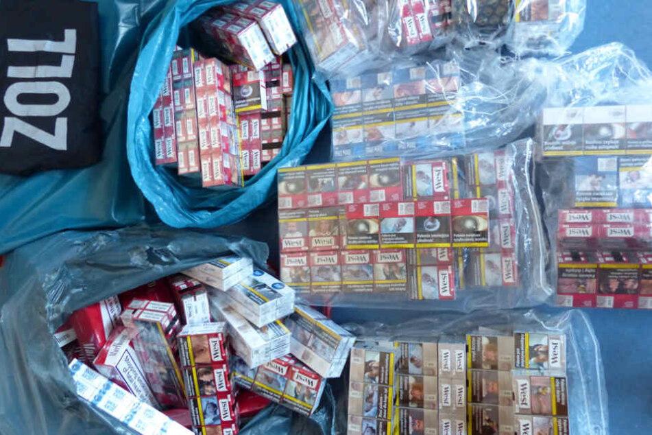Die gefundene Menge an Zigaretten erklärten die Beamten für keinesfalls alltäglich.