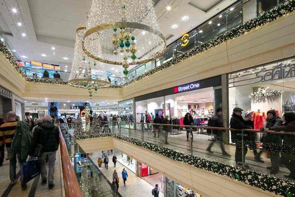 Weihnachtlich geschmückt, empfängt die Altmarkt-Galerie Gäste.