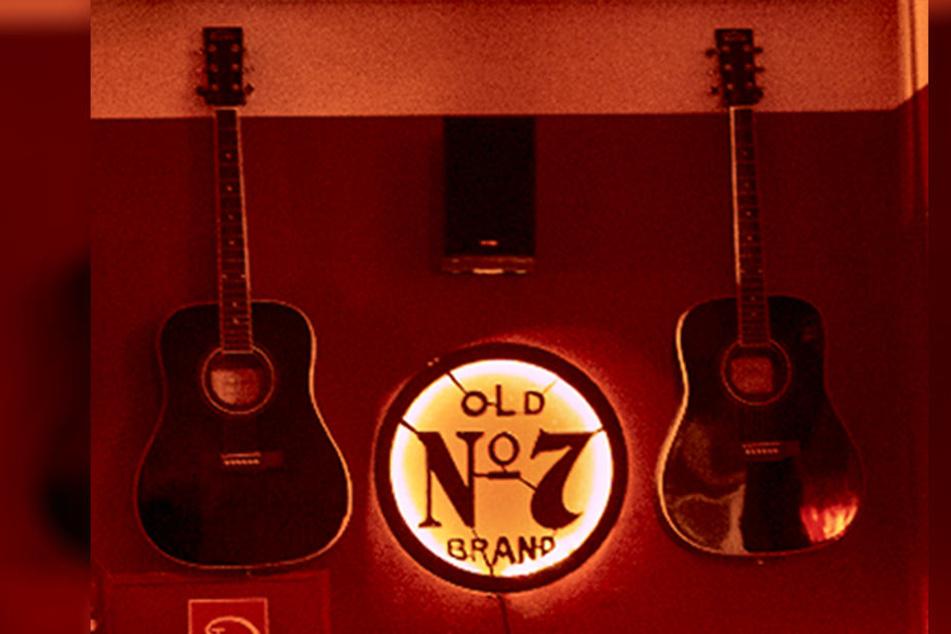 Diese zwei Gitarren ließen die Diebe mitgehen.