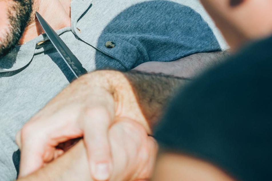 Während der Schlägerei zog jemand ein Messer. (Symbolbild)