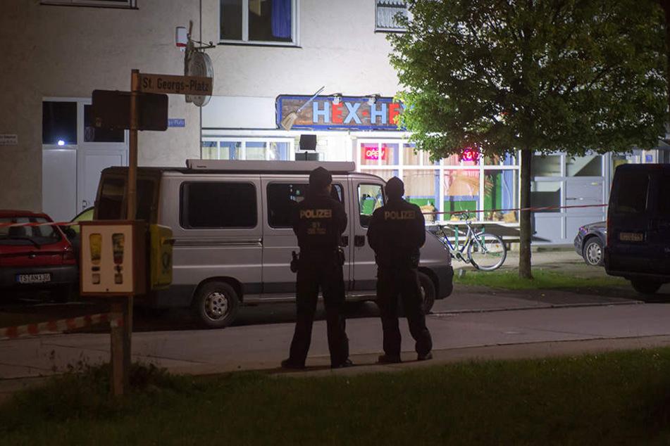 Ein Anwohner hörte vor einem Pub Schüsse und alarmierte die Polizei.
