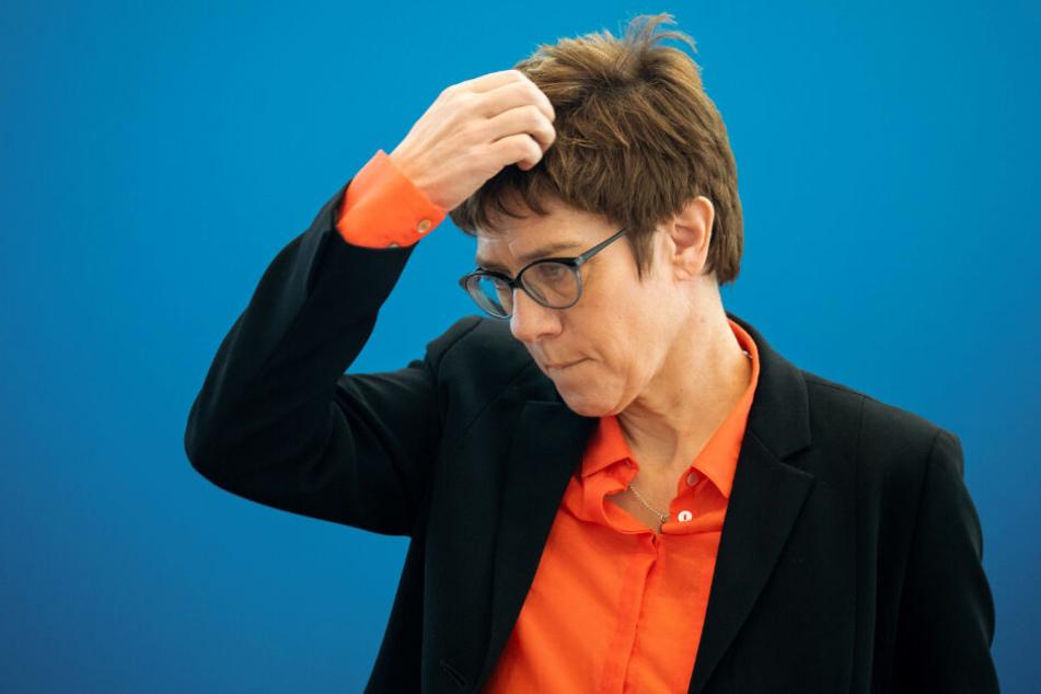 """CDU-Chefin Annegret Kramp-Karrenbauer muss sich in Stockach am Bodensee vor dem """"Narrengericht"""" verantworten."""