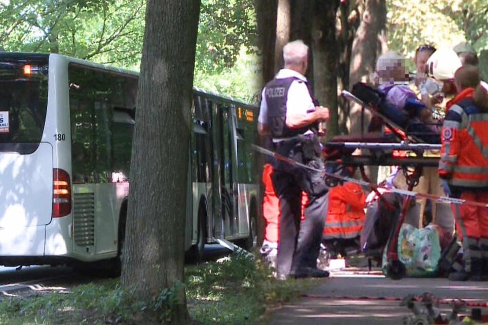 Großeinsatz: Mann sticht im Bus um sich und verletzt neun Menschen