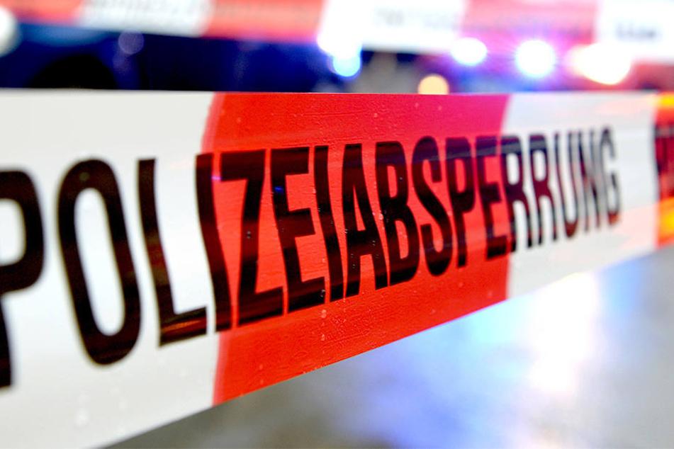 Die Polizei ermittelt zum Todesgeschehen im Ortsteil Zscharnitz.