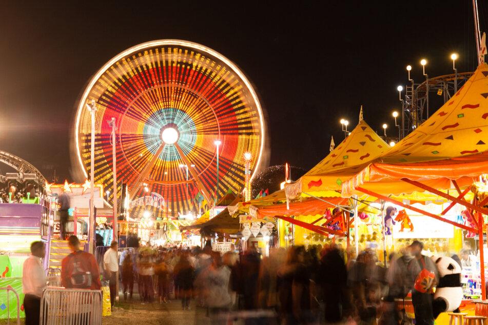 Endlich wieder Riesenrad fahren und Zuckerwatte essen beim Schwarzenberger Volksfest. (Symbolbild)