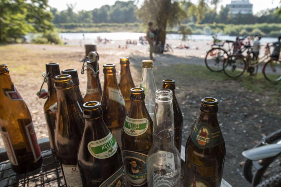 Auch am Ufer der Isar kommt es immer wieder zu jeder Menge Müll. (Archivbild)