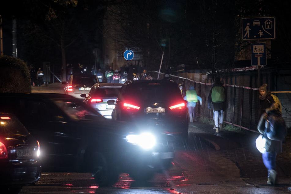 Riskant: Oft teilen sich Autos und Schüler die Straße.