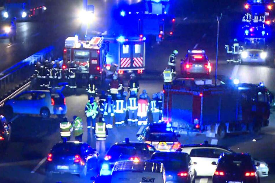 Mann wendet auf Autobahn: Mehrere Schwerverletzte