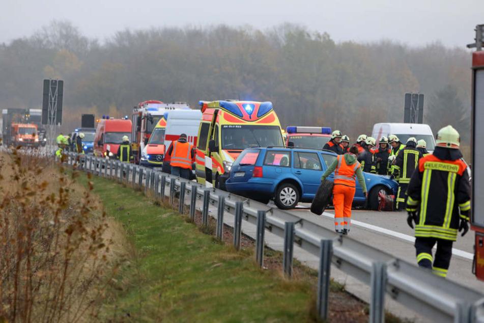 Crash auf A4: Auto kracht in Leitplanke