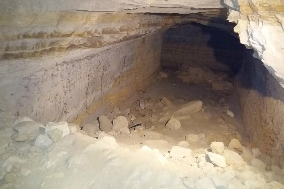 In dieser Höhle wurde die Leiche der ermordeten Biologin entdeckt.