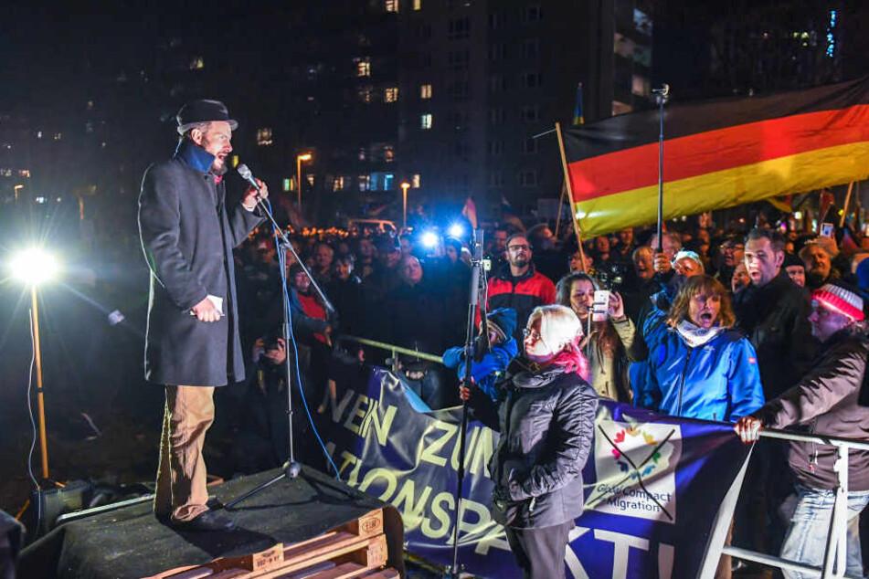 """Der Vorsitzende von """"Pro Chemnitz"""", Martin Kohlmann bei der Demo."""