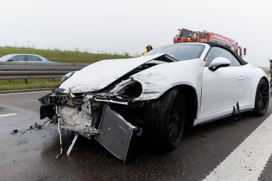 Die Insassen des Porsches kamen sicherheitshalber in ein Krankenhaus.