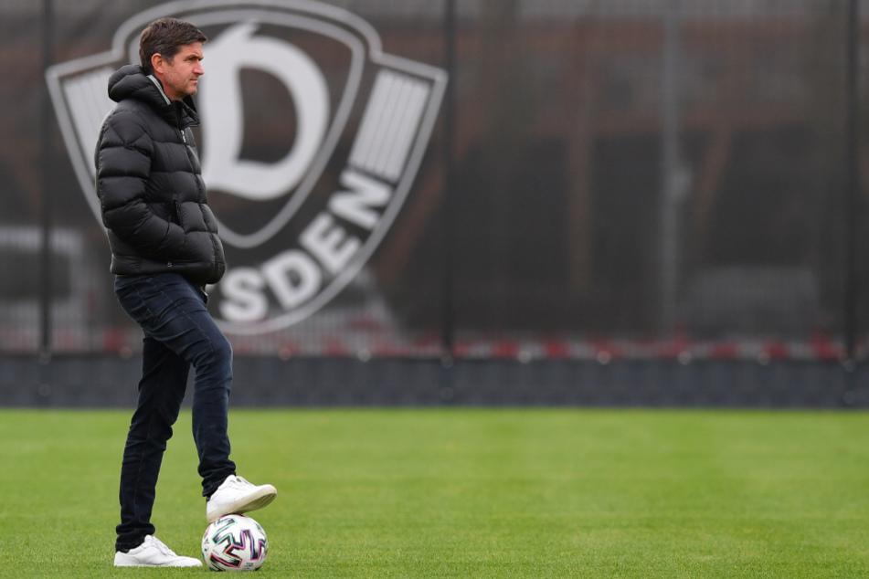 Ball am Fuß, Blick nach vorn: Dynamos Sportgeschäftsführer Ralf Becker schaut optimistisch in die Zukunft. Dresden geht als souveräner Tabellenführer ins Jahr 2021.