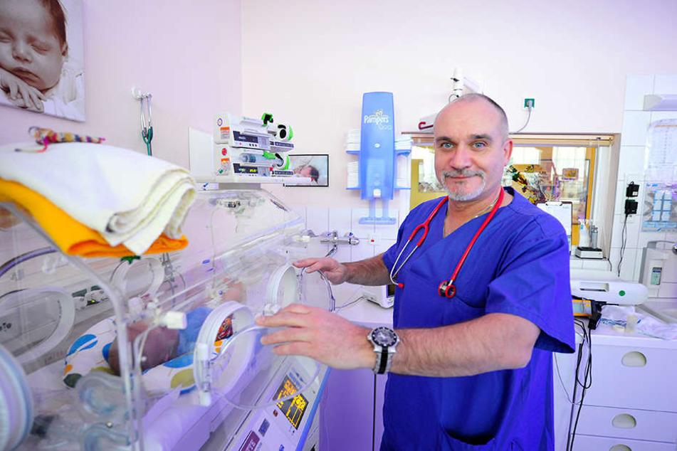 Oberarzt Dr. Uwe Schröter (53) hat die Stellenanzeige bei Facebook gepostet.