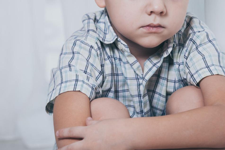 Das Kind wurde immer wieder von seinem Vater missbraucht. (Symbolbild)