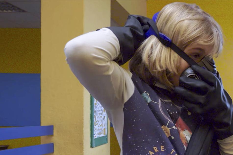 """Der Screenshot zeigt eine Szene aus dem Film """"Die Tasche""""."""