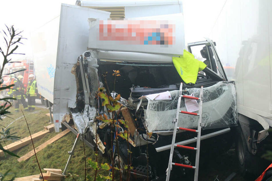 Schwerer Lkw-Unfall in Erfurt: Zwei Menschen verletzt