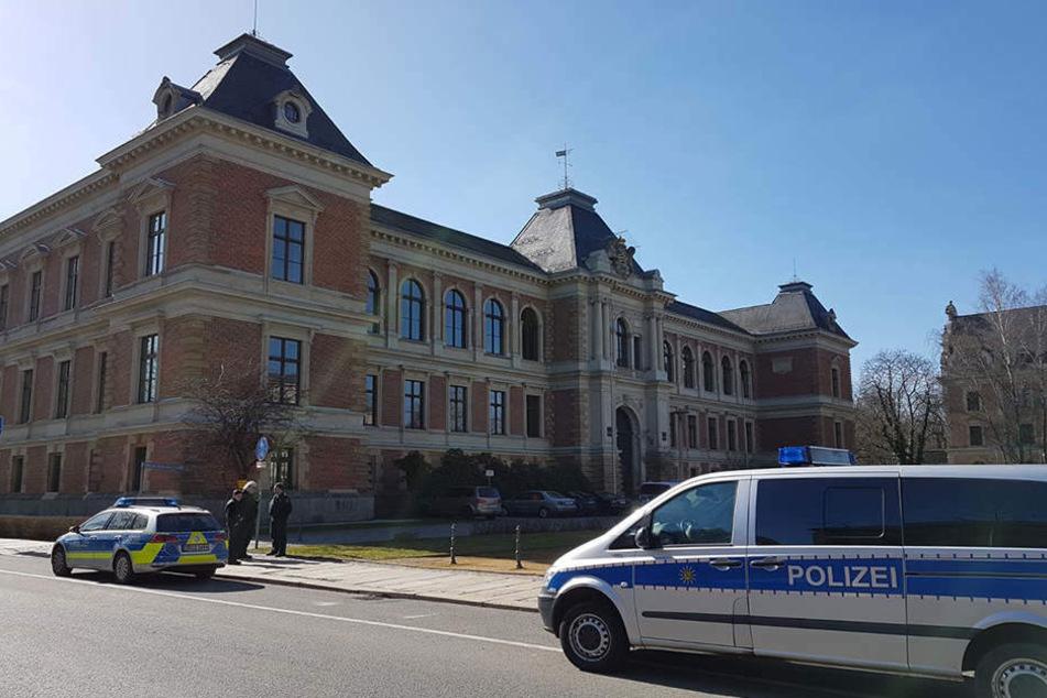 Nach der Drohung im März wurden die Straßen rund um das Gericht abgesperrt.