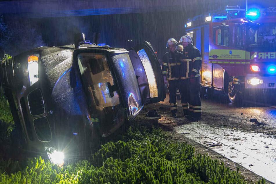 BMW-Crash bei starkem Regen: Autofahrerin verletzt
