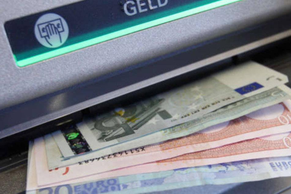 Viele Geldautomate werden auch Donnerstag nicht mit Bargeld versorgt.