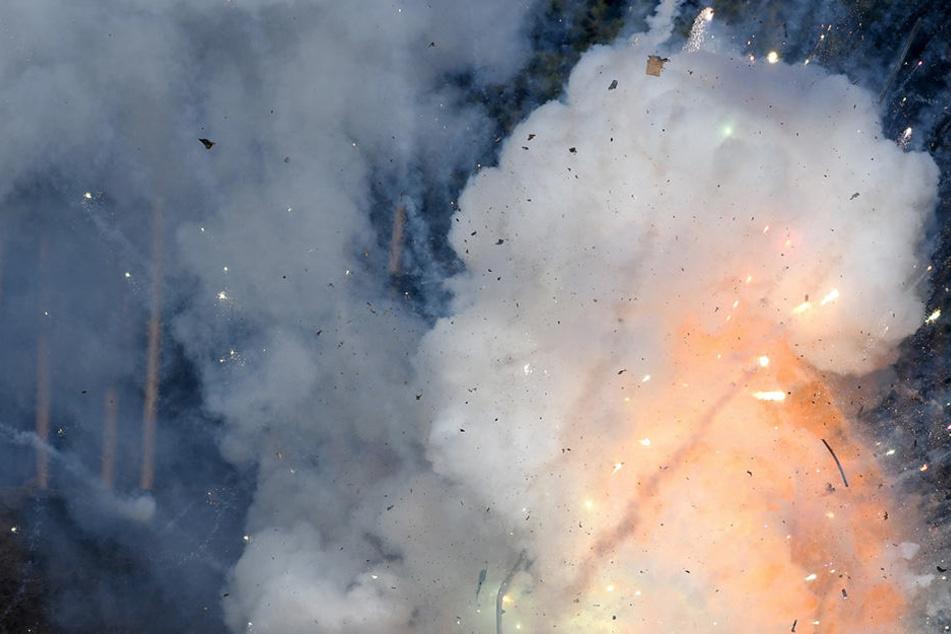 In der Fabrik hat es am Montagmorgen eine schwere Explosion gegeben. (Symbolbild)