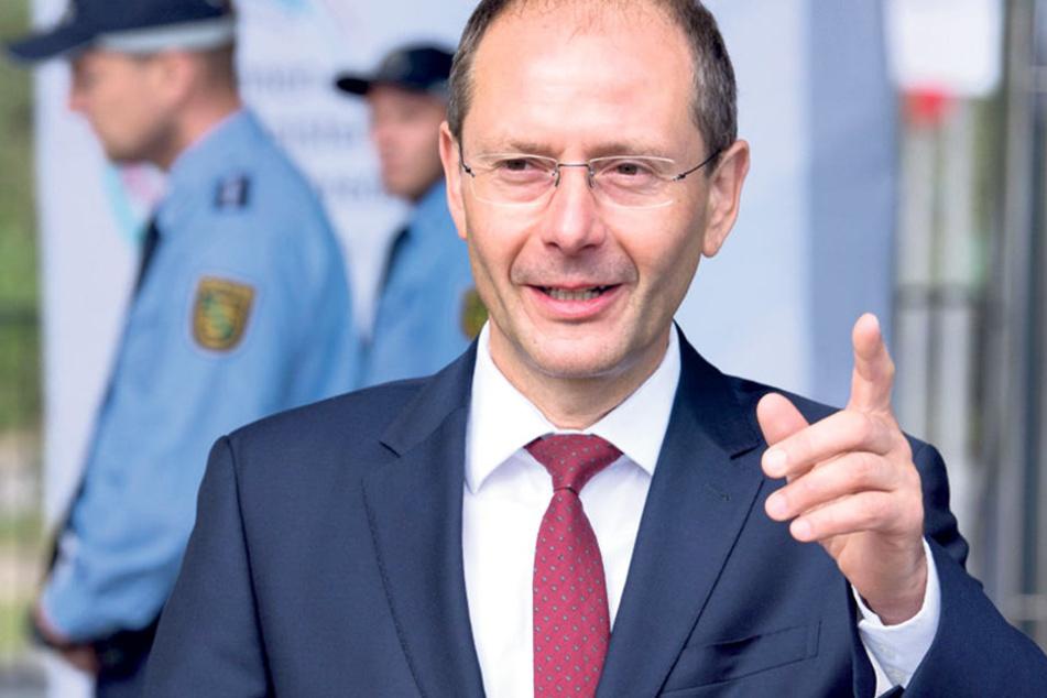Innenminister Markus Ulbig (53, CDU).