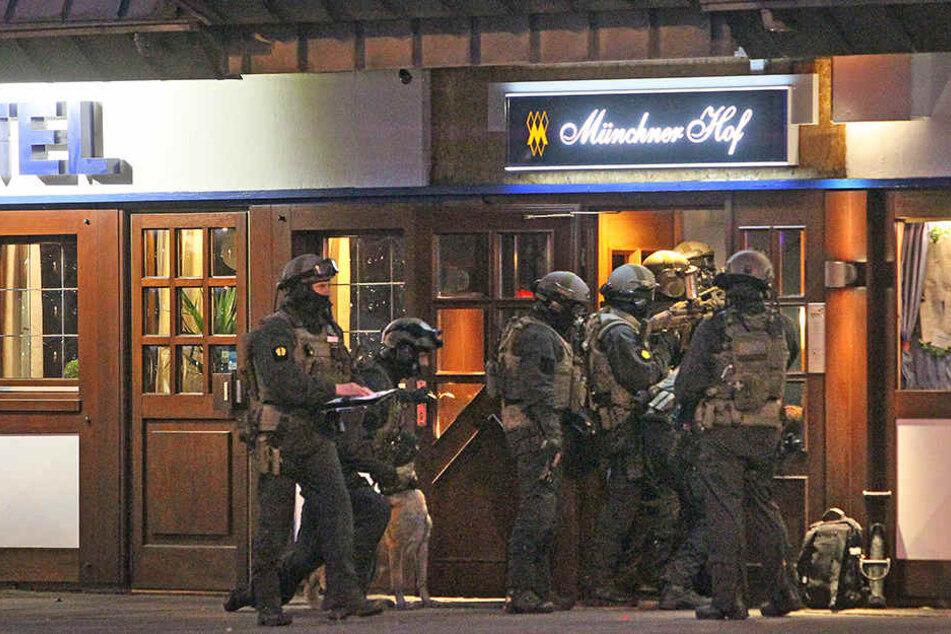 Das SEK stürmte um 21.35 Uhr das Hotel Münchner Hof in Herford.