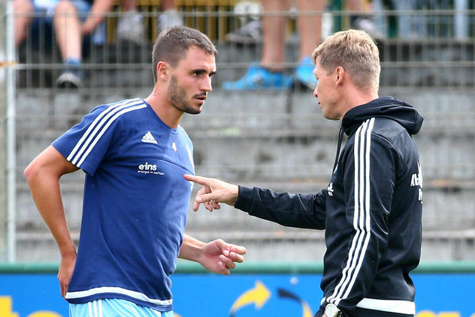 CFC-Trainer Sven Köhler im Gespräch mit Innenverteidiger Kevin Conrad, den derzeit Adduktorenprobleme plagen.