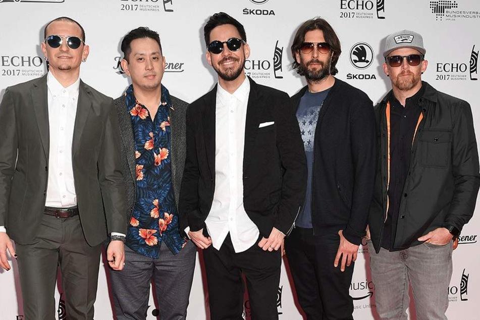 Ganz links: Chester Benningtons (†41) Stimme ist für immer verstummt. Rechts: Vier Mitglieder der Band.