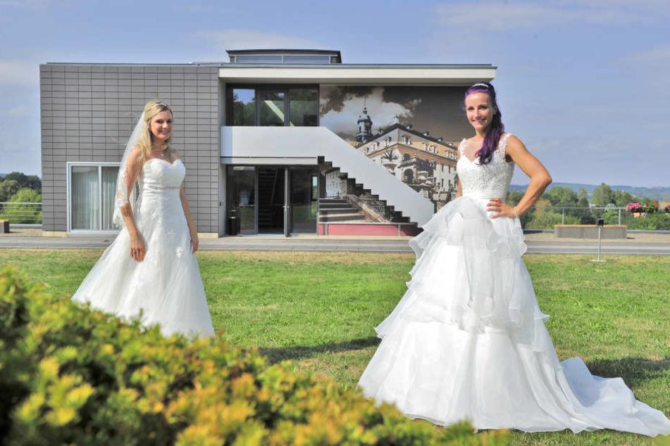 Ein Traum für jede Braut: Franziska Heller (26) und Linda Möbius (33) vor einem der Hotelhäuser.