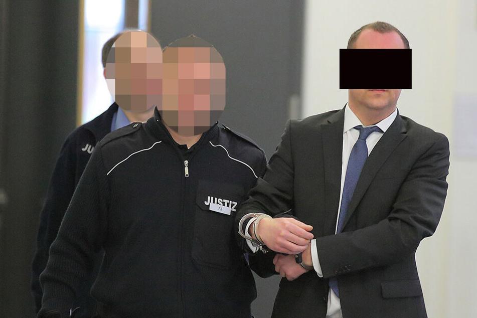 """Für ihn hat das Gericht noch """"Hoffnung"""": Ralf M. (36) kam in Schlips und Anzug und ging mit sieben Jahren Gefängnis."""