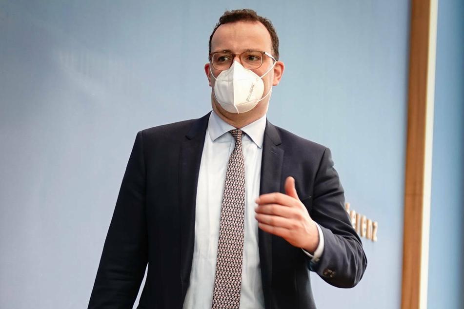 """Bundesgesundheitsminister Jens Spahn (40, CDU) appellierte am Freitag an die Länder, die vereinbarte """"Notbremse"""" bei hohem Infektionsgeschehen konsequent anzuwenden."""