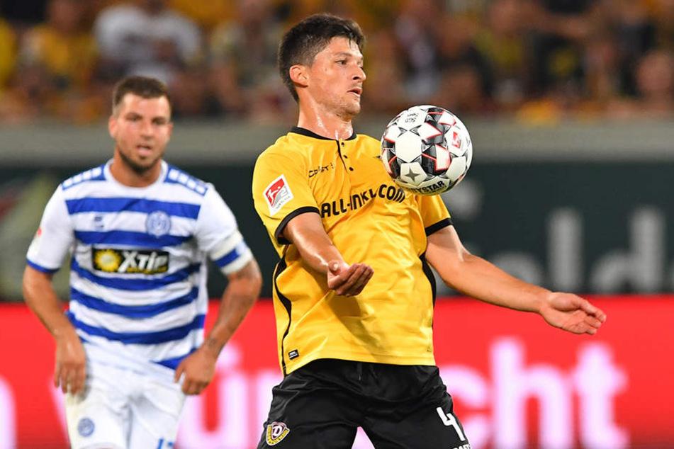 Jannis Nikolaou war nicht nur Dynamos erster Neuzugang im Sommer, auch in der Partie gegen Duisburg war der Deutsch-Grieche erste Wahl. In der 44. Minute vertrat er den verletzten Marco Hartmann im defensiven Mittelfeld.