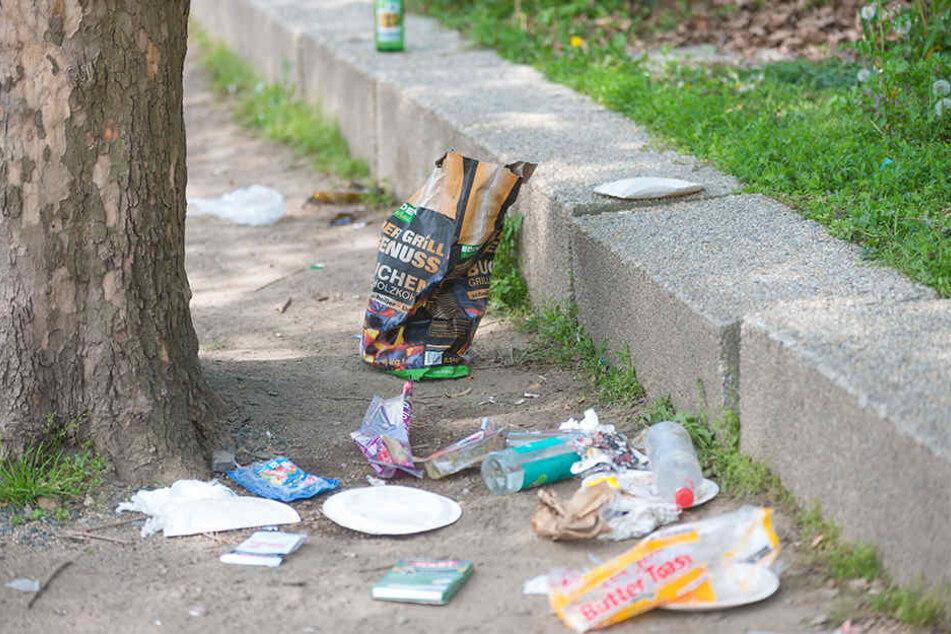 So sieht es an vielen Stellen entlang der Elbe aus: Grill-Fans lassen ihren Müll oft einfach liegen.