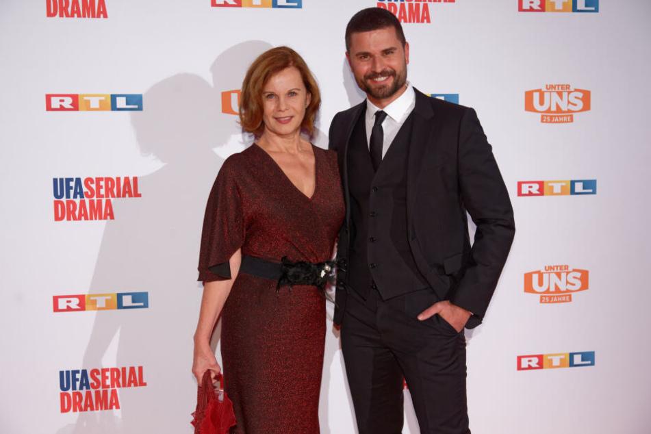 Die Schauspieler Petra Blossey (l) und Milos Vukovic (r).