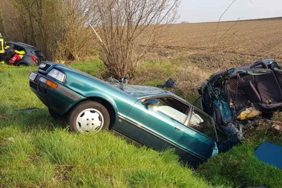 Audi wird bei Unfall in zwei Teile zerfetzt