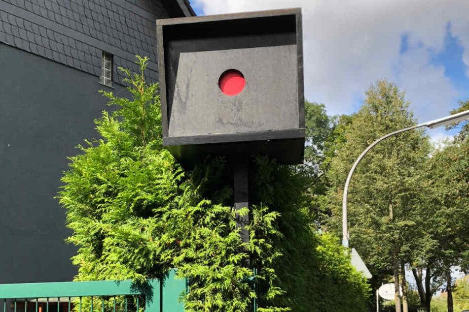 Kölner stellte Blitzer-Attrappe im Vorgarten: So hat das Gericht entschieden