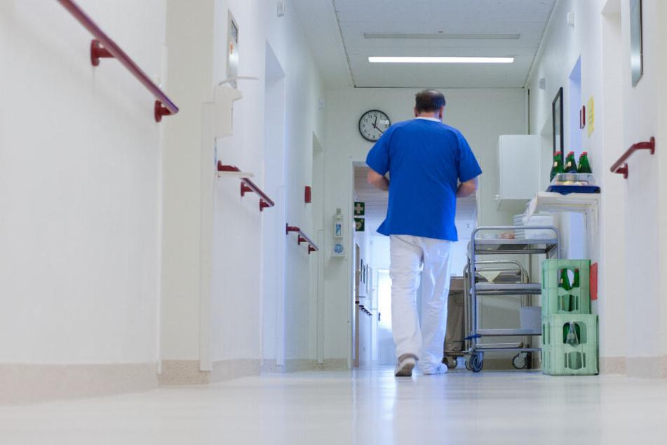 Der Mann schaute auch in weiteren Patientinnen-Zimmern vorbei. (Symbolbild)
