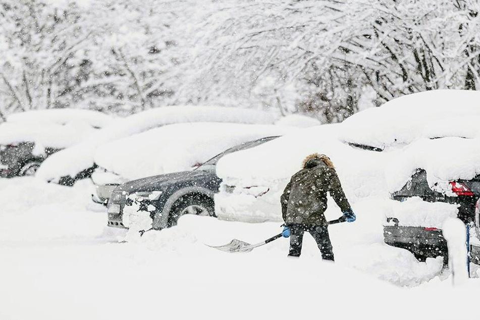 Das Schneechaos hält in den Alpen an.