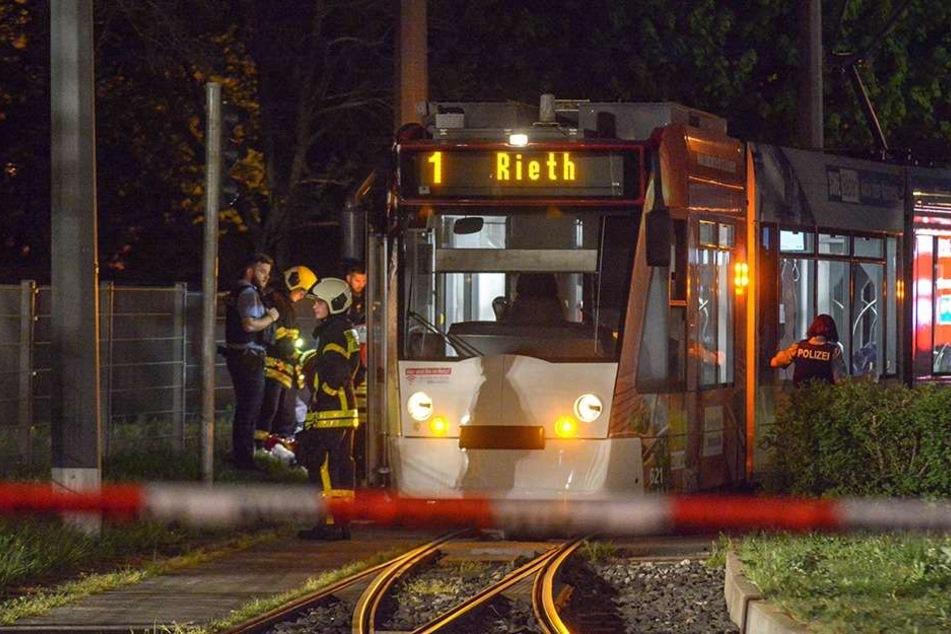 Ein Straßenbahn-Fahrer hatte den verletzten Mann gefunden.