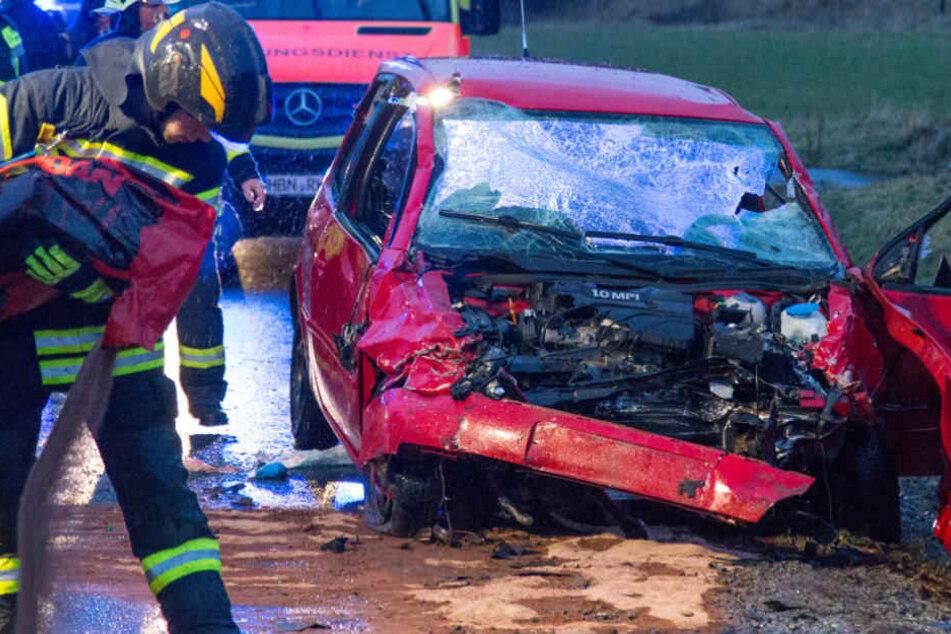 Der andere Fahrer wurde in seinem Fahrzeug eingeklemmt.