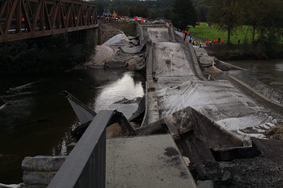 Stuttgart: Zu kaputt! Brücke an der B10 gesprengt, Neubau kostet satten Millionen-Betrag