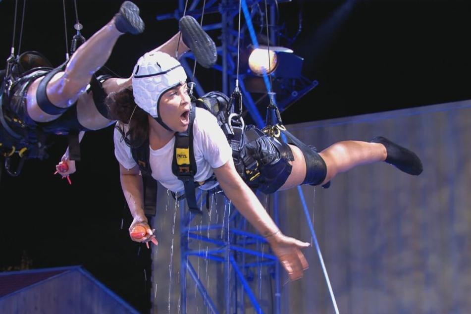 Janine Pink gewann mit ihrem Luxuscamp-Team das Livespiel gegen Theresia Behrend-Fischer (l.) und das Zeltlager.