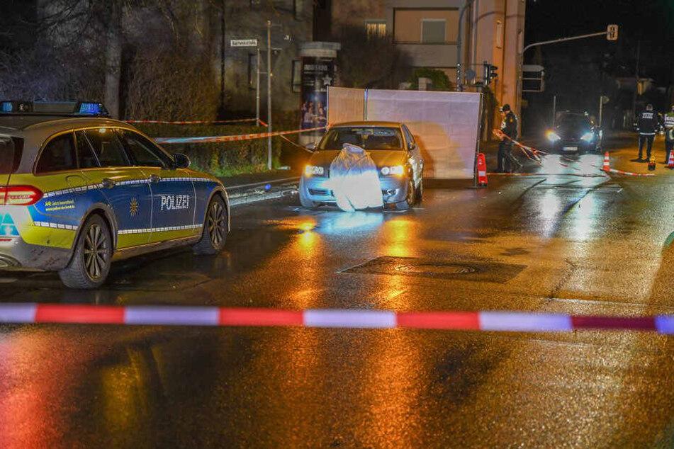 Frau wird von Auto erfasst und stirbt