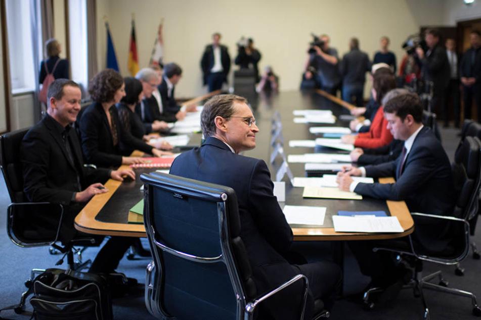 Michael Müller und die neuen Senatoren treffen sich am 08.12.2016 im Roten Rathaus in Berlin zur konstituierenden Sitzung des neuen Senats.