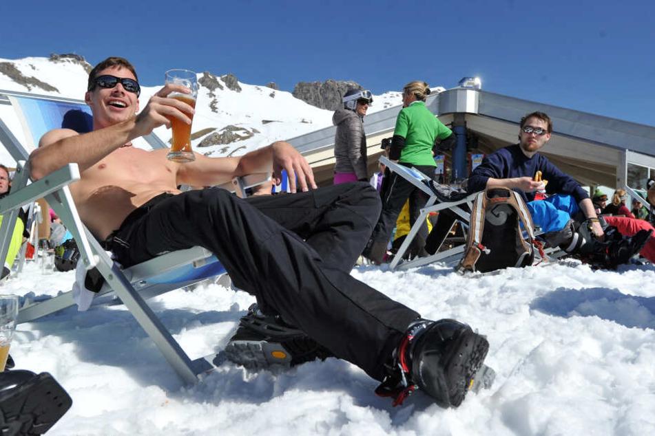Das Vergnügen auf der Hütte gehört für viele zum Skiurlaub dazu. (Symbolbild)
