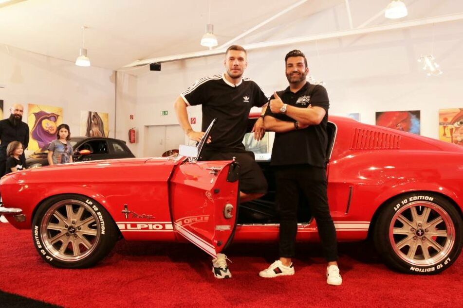 Lukas Podolski ist neuer Besitzer dieses 1967 Ford Mustang.